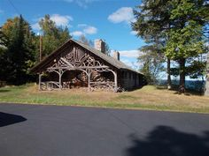 http://www.countryliving.com/real-estate/news/g2772/americas-largest-log-cabin-is-for-sale/