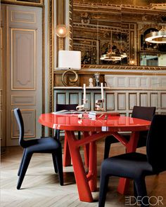 The dining room's lacquered oak table is by Christophe Delcourt, and the chairs are by Roche Bobois - Paris Interiors - ELLE DECOR Dining Room Design, Dining Room Table, Dining Area, Dining Rooms, Design Room, Dining Chairs, Elle Decor, Decoracion Vintage Chic, Interior Decorating