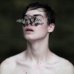 wide eyes behind beautiful lies by brianoldham, via Flickr