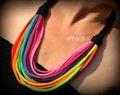 Arco iris Multistrand reciclado tela joyas reciclado fibra camiseta collar