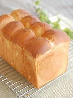 ふわんふわん♪生クリームホテルブレッド by flan* Japanese Bread, Japanese Sweets, Japanese Food, Japanese Recipes, Bread Bun, Bread Cake, Bread Recipes, Cooking Recipes, Bakery Store
