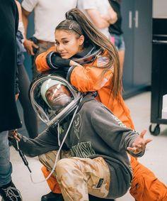 ariana grande at NASA headquarters in a goddamn astronaught outfit Ariana Grande Fotos, Ariana Grande Pictures, Ariana Grande Baby, Nicki Minaj, Justin Bieber, Ariana Grande Wallpaper, Dangerous Woman, Thank U, Forever