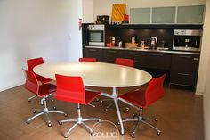 Coworking a Cordenons Pordenone @ mod-o - Rete Cowo Coworking Network Conference Room, Bar, Table, Furniture, Home Decor, Decoration Home, Room Decor, Tables, Home Furnishings