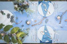 Tischdeko in Blau passend zum martitimen Motto!  #Tischdeko #Tischdekoration #centerpiece #Blumen #Flowers #Hochzeit #wedding - Das tolle Foto wurde gemacht von Vivid Symphony Photography: www.vividsymphony.com