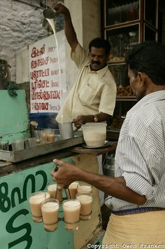 Hot tea with milk, Kerala, India. Photo: Owen Franken This is also a popular Ukrainian drink India Culture, Tea Culture, Kerala India, South India, Ayurveda, Cochin, Comida India, Amazing India, Street Vendor