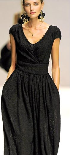 Dolce & Gabbana < gorgeous! surely a similar sewing pattern is available for such a flattering design?
