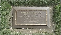 A photo of actor John Ritter, of Three's Company fame (at Forest Lawn Hollywood). Cemetery Headstones, Old Cemeteries, Cemetery Art, Graveyards, Cemetery Statues, John Ritter, Tex Ritter, Three's Company, Peace In The Valley