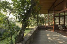 Gallery of Family Retreat for Devasiris / Palinda Kannangara Architects - 5