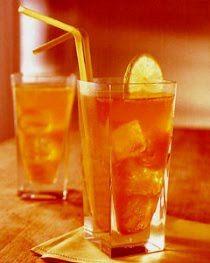 Long Island Iced Tea    Ingredientes :  15 ml Vodka  15 ml Tequila  15 ml Ron Blanco  15 ml Cointreau  15 ml Gin  25 ml Jugo de Limón  30 ml Jarabe de Goma  1 Dash de Bebida Cola    Decoración :  Espiral de Limón    Preparación :  En un vaso highball con hielo, vertir todos los ingredientes y revolver suavemente. Decorar nuestro cocktail con un espiral de limón.
