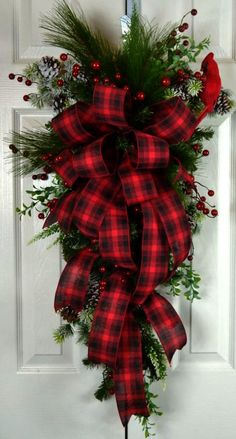 Old Fashioned Christmas Teardrop Swag - Red Plaid Traditional Christmas Wreath - Christmas Front Door Decorations by lori ♛BOUTIQUE CHIC♛ Christmas Front Doors, Christmas Wreaths To Make, Christmas Swags, Noel Christmas, Outdoor Christmas, Holiday Wreaths, Rustic Christmas, Christmas Crafts, Christmas Decorations