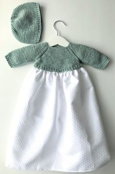 Patrones :: Miloti Y Punto - Diy Crafts - hadido Baby Booties Knitting Pattern, Baby Knitting Patterns, Knitting Designs, Knit Baby Dress, Crochet Baby Clothes, Knitting For Kids, Knitting Hats, Other Outfits, Baby Girl Fashion