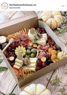 Charcuterie Gift Box, Charcuterie Recipes, Charcuterie And Cheese Board, Charcuterie Platter, Cheese Boards, Food Platters, Cheese Platters, Tapas, Wine And Cheese Party