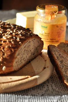 Pane integrale di farro e segale con semi di girasole