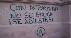Con autoridad no se educa, se adiestra. You don't educate people with authority, you train them. Street Quotes, Some Quotes, Sentences, Decir No, Poems, Inspirational Quotes, Positivity, Thoughts, Writing