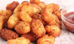 In this episode of Laura in the Kitchen Laura Vitale shows you how to make Tater Tots!