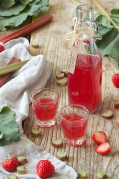 Homemade ready to drink rhubarb liqueur from Sweets & Lifestyle® Food Blogs, Rhubarb Liqueur Recipes, Schnapps, Healthy Foods To Eat, Healthy Life, Healthy Eating, World Recipes, Fabulous Foods, Easy Snacks