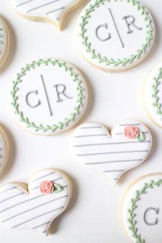 wedding cookies 18 Wedding Monogram Ideas to Show off Those New Initials {Sugar Studio} Wedding Shower Cupcakes, Cookie Wedding Favors, Wedding Sweets, Bridal Shower, Decorated Wedding Cookies, Wedding Cake Cookies, Cookie Favors, Table Wedding, Favours