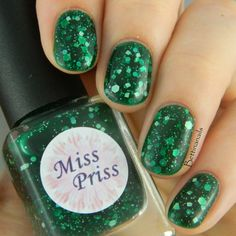 Minty Madness has a green jelly base packed with matte green, blue, and white glitters. This polish is part of the Candy Collection for March…