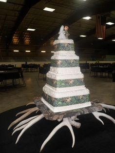 pictures of camouflage wedding cakes | Square Wedding Cakes
