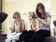 Which Platforms Do Teens Use to Make Friends?