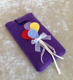 awesome Keçeden Telefon Kılıfı Yapımı Felt Crafts, Diy Crafts, Earphone Case, Drink Sleeves, Origami, Wraps, Pouch, Gift Wrapping, Phone Cases