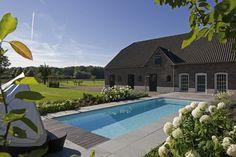 Vakantiegevoel in uw eigen achtertuin. Met de luxe inbouw zwembaden van RivieraPool is dit mogelijk. Heerlijk genieten van uw eigen droomzwembad.