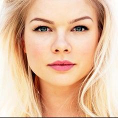 Kelli Goss - Summer's friend Courtney on YR Logan Henderson, Kelli Goss, Soap Stars, Young And The Restless, Famous Women, Singer, Actresses, Lady