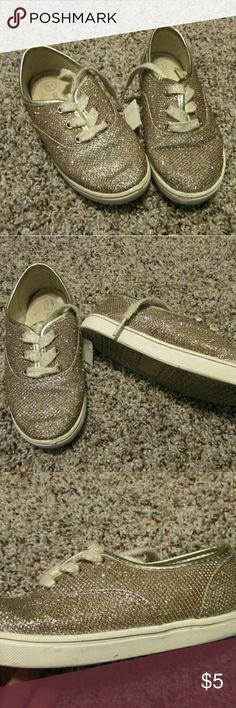 Cat And Jack gold glittery canvas casuals size 11 Cute gold canvas casuals. Good condition with normal wear. Shoes Sneakers