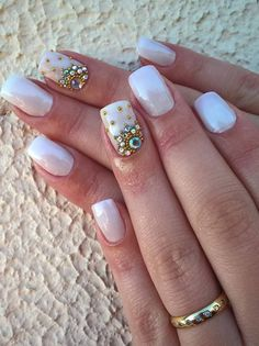 Diferente красные ногти unhas, unhas decoradas и artes de unhas. Manicure And Pedicure, Gel Nails, Acrylic Nails, Elegant Nail Designs, Nail Art Designs, Gorgeous Nails, Pretty Nails, Subtle Nail Art, Floral Nail Art