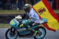 Joan Mir celebra su título de Moto3 este domingo en Phillip Island.