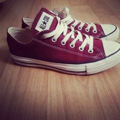 Finally got me some burgundy Converse <3