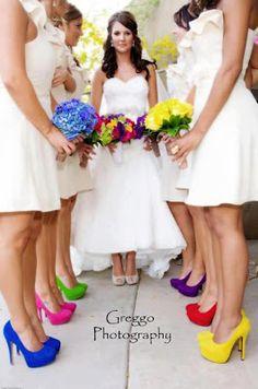 Arco-íris nos pés das madrinhas.