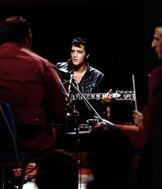 """Elvis filmed """"in the round"""" at the NBC Studios on June 27, 1968. Only a small portion of these – and the stand-up sets – were included in the televised special."""