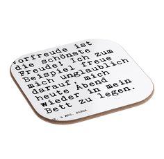 Quadratische Untersetzer Sprüche und Zitate aus Hartfaser  natur - Das Original von Mr. & Mrs. Panda.  Dieser wunderschönen Untersetzer von Mr. & Mrs. Panda wird in unserer Manufaktur liebevoll bedruckt und verpackt. Er bestitz eine Größe von 100x100 mm und glänzt sehr hochwertig. Hier wird ein Untersetzer verkauft, sie können die Untersetzer natürlich auch im Set kaufen.    Über unser Motiv Sprüche und Zitate  Ein wunderbarer Spruch auf den einzigartigen Produkten von Mr. & Mrs. Panda…