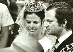 Silvia Sommerlath i król Szwecji Karol XVI Gustaw - ślub Swedish Royalty, Royal Tiaras, Queen Silvia, Royal House, Royal Weddings, Old Photos, Wedding Dresses, Celebrities, Lady
