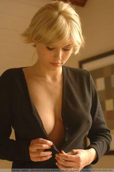 . sweater, sexi, scarlett johansson, eva wyrwal, iga wyrwal, button, blond, hot, beauti