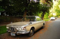 OLD PARKED CARS.: 1967 BMW 2000CS.