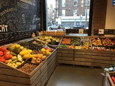 Minimarket design ideas in 2019 supermarket design, fruit shop, store inter Organic Market, Fresh Market, Supermarket Design, Retail Store Design, Gourmet Food Store, Gourmet Recipes, Fruit And Veg Shop, Vegetable Shop, Food Retail