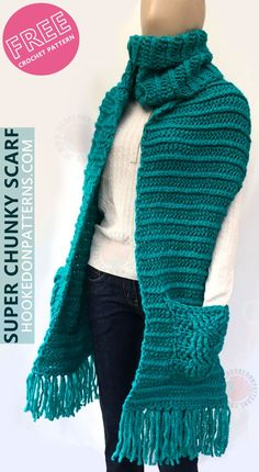 Free Crochet Pattern for a Super Chunky Scarf with Pockets – Mundo de ganchillo Crochet Scarves, Crochet Shawl, Knit Crochet, Chunky Crochet, Crochet Designs, Crochet Patterns, Scarf Patterns, Knitting Patterns, Super Chunky Yarn