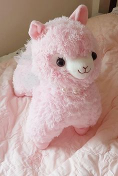 Im obsessed with these alpacas Alpacas, Beanie Babies, Cute Stuffed Animals, Cute Animals, Kawai Japan, Cute Alpaca, Kawaii Room, Cute Plush, Cute Little Things