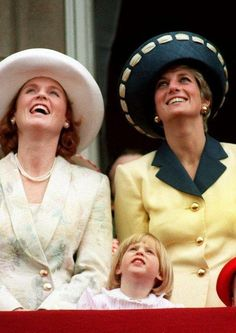 June Diana, Princess of Wales & Sarah, Duchess of York on the balcony of Buckingham Palace during the Trooping the Colour ceremony. Sarah Duchess Of York, Duke And Duchess, Trooping Of The Colour, Princes Diana, Sarah Ferguson, Isabel Ii, Diane, Lady Diana Spencer, Princess Of Wales