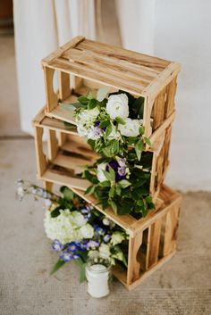 Find wooden crates for your next craft project. You can make DIY frames, planters, shelves and furniture from wooden crates. We tell you where you can get free crates and pallets. Free wooden crates are easy to find. Wooden crates can be made into rustic Wooden Crate Shelves, Pallet Shelves, Wooden Pallets, Wooden Diy, Wooden Pallet Projects, Wooden Pallet Furniture, Outdoor Furniture, Unique Home Decor, Home Decor Items