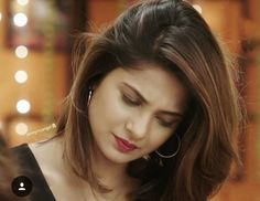 Such a nice pose 😍😍 Jennifer Winget Beyhadh, Girls Status, Aloe Vera For Hair, Jennifer Love, Beautiful Girl Image, Beauty Queens, Hair Highlights, Indian Beauty, Bollywood Actress