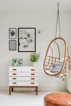 hanging chairs. decoración noretnic con pouf marroquí y silla colgante. dar amïna
