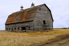 lots of these old barns in Saskatchewan. there used to be a farm every mile Farm Barn, Old Farm, Old Buildings, Abandoned Buildings, Rustic Barn, Barn Wood, Barn Pictures, Barns Sheds, Furniture Vintage