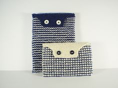 Oxford Envelope by Frankie Brown for ipad and kindle.  These envelope style cases are knitted in a very simple slip stitch pattern to give a thick, protective fabric. Instructions are given for two sizes, to fit an iPad or Kindle, with tips on adapting the pattern for other sized devices.