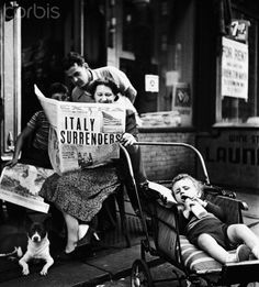 Inhabitants of New York read about Italy's surrender in 1943. Image by photographer Fred Stein (1909-1967) who emigrated 1933 from Nazi Germany to France and finally to the USA.