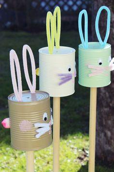 s & # s craft box: {DIY} simple Easter decoration: rabbit plugs from tin cans - anne s'Bastelkistle: {DIY} einfache Osterdeko: Hasenstecker aus Konservendosen s & # s craft box: {DIY} simple Easter decoration: rabbit plugs from tin cans Spring Crafts, Holiday Crafts, Diy For Kids, Crafts For Kids, Diy Décoration, Craft Box, Diy Box, Easter Crafts, Easter Food