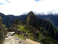 Machu Picchu, a cidade sagrada dos incas, é um dos destinos favoritos de brasileiros e turistas de todo o mundo que visitam o Peru. Considerado Patrimônio