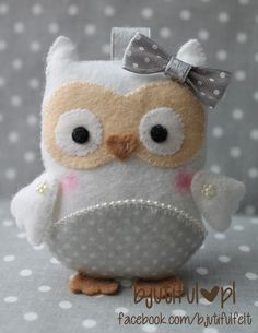 Cute felt owl picture - NO link to directions or pattern Felt Owls, Felt Birds, Felt Animals, Owl Crafts, Cute Crafts, Fabric Crafts, Sewing Crafts, Craft Projects, Sewing Projects